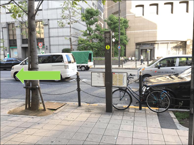 長堀橋駅2-B出口を左折