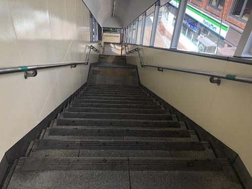 旦過駅出口階段